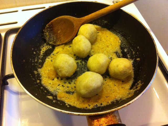 maslac i krušne mrvice za knedlice