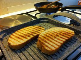 tostiramo kruh za tartin