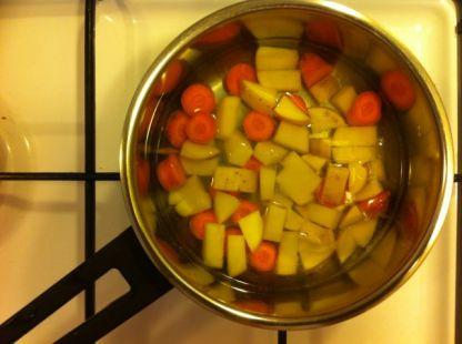 krumiri-i-mrkve-se-kuhaju
