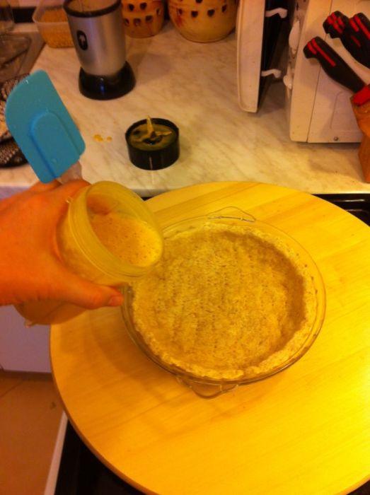 ulijte kremu u pred-pečenu koru