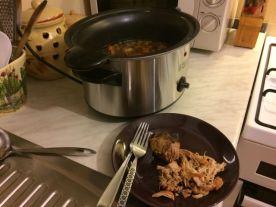 uredaj-za-sporo-kuhanje_cupana-svinjetina-i-povrce-u-podlozi