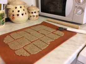 bezglutenski krekeri_izrezati na krekere