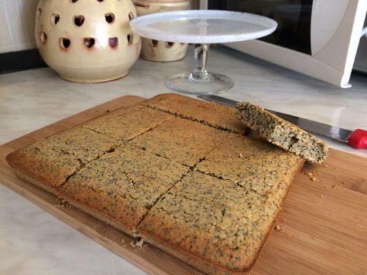 Zobeni kolač s makom_rezanje