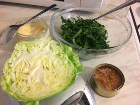 Keto salata s tunom_sjeckanje