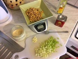 Salata od slanutka_celer