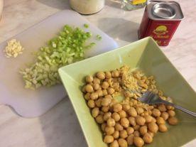 Salata od slanutka_izgnječiti