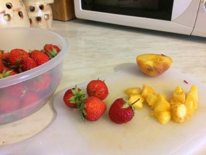 Tapioka puding s vocem_jagode i breskve