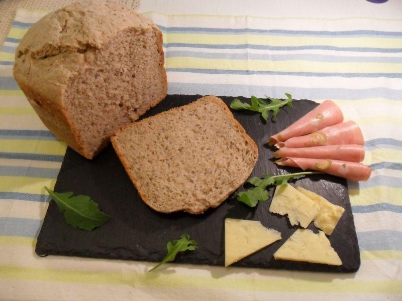 Kruh sa chia sjemenkama_posluženo