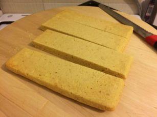 Kukuruzni kruh_rezanje