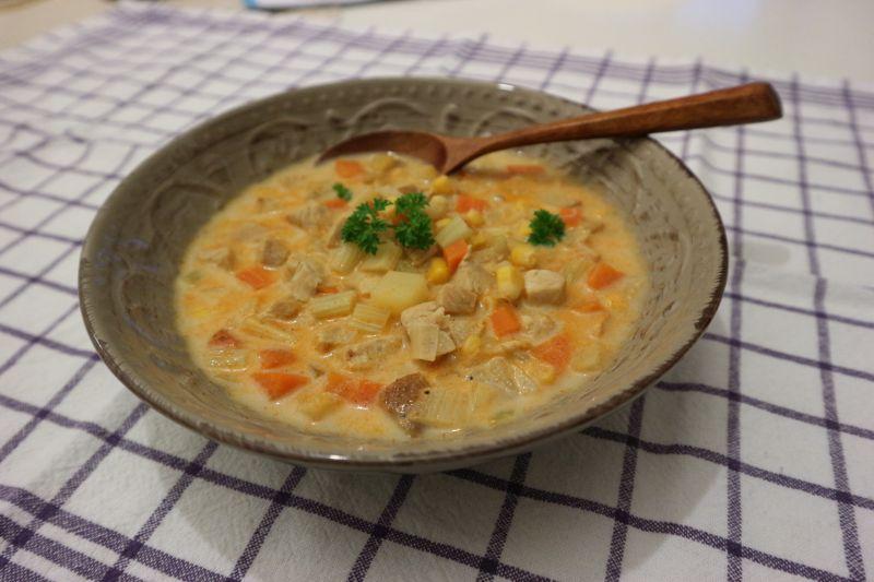 krem juha od puretine s kukuruzom_posluženo