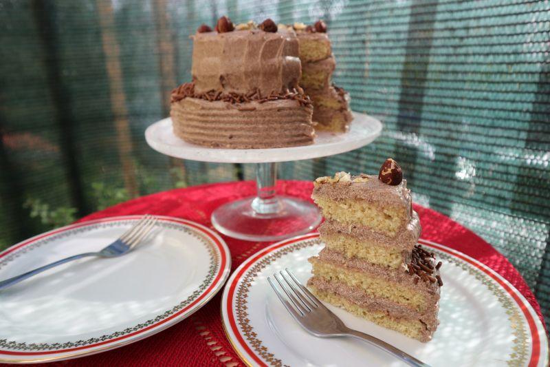 Mala lješnjak torta_poslužena