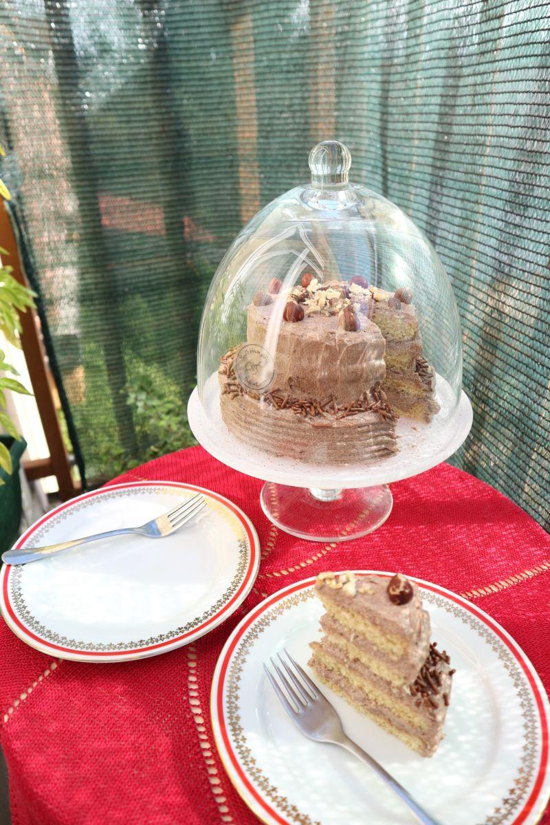 Mala lješnjak torta_zvono