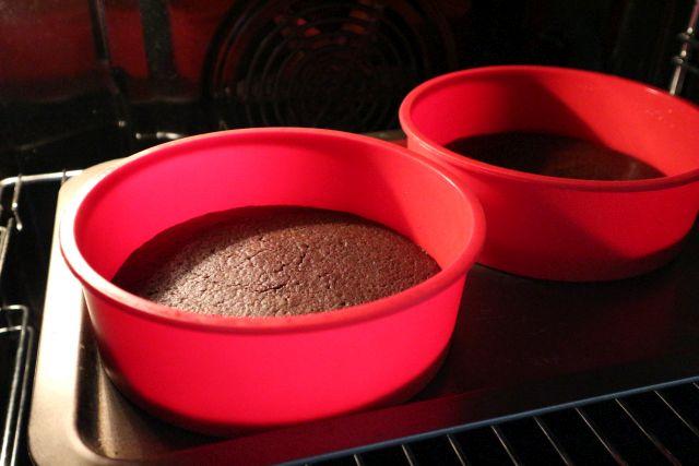 čokoladna torta s kikirikijem_pečenje