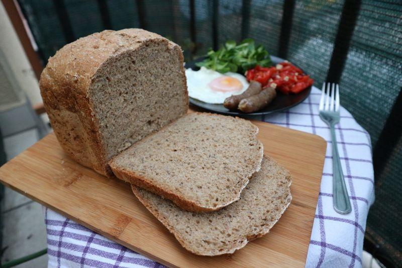 Lagani raženi kruh sasjemenkama