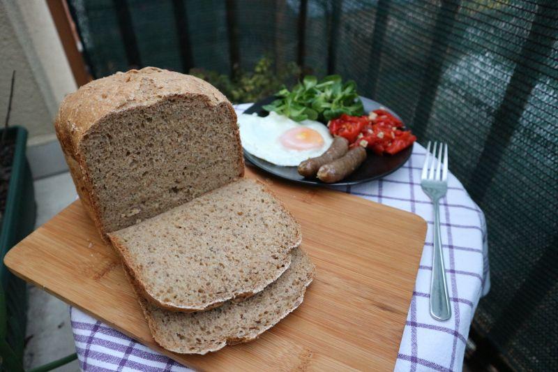 Razeni kruh sa sjemenkama_posluzeno