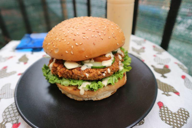 Jednostavni burger od graha i sojinihkomadića