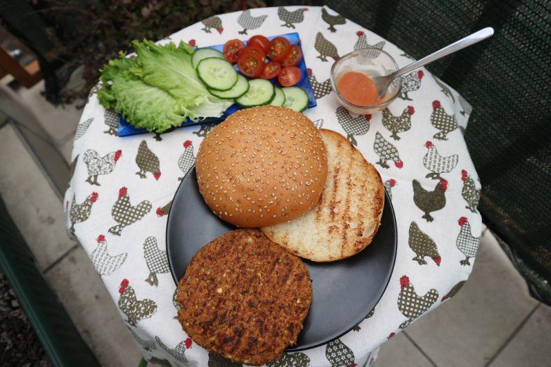 Burger od graha i sojinih komadica_sve