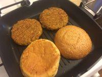 Burger od graha i sojinih komadica_tostiranje peciva