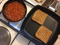 Grah na tostu_tost s grila