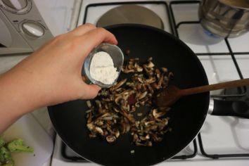 Kremasta tjestenina s gljivama_brašno
