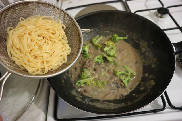 Kremasta tjestenina s gljivama_linguine