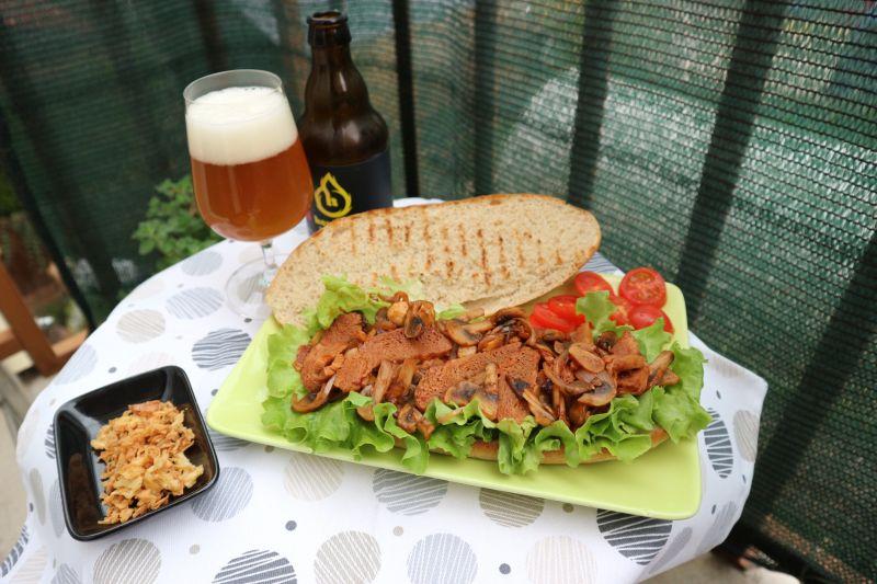 Ljuti sendvic sa sojinim odreskom_meso