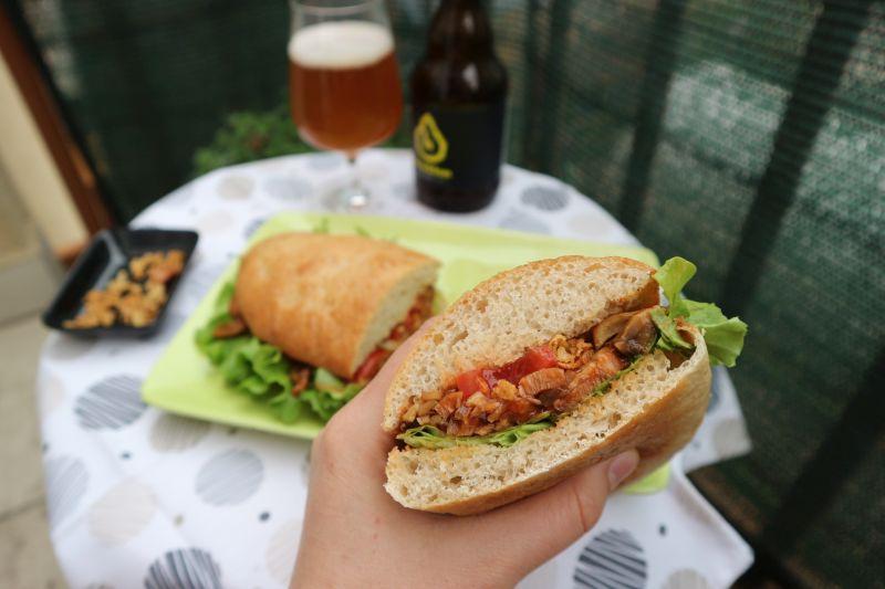 Ljuti sendvic sa sojinim odreskom_zalogaj