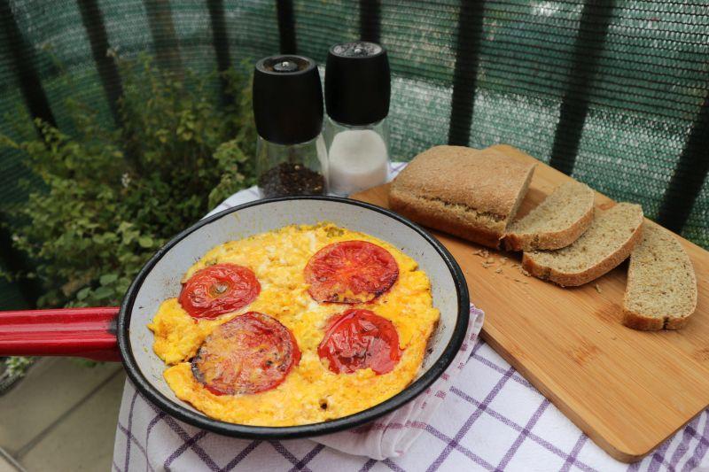 paradajz s jajima_posluženo