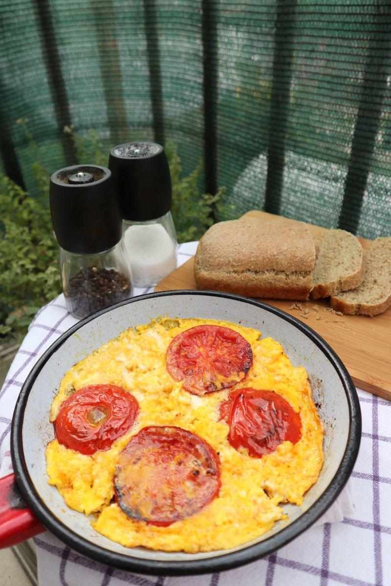 paradajz s jajima_posluženo2