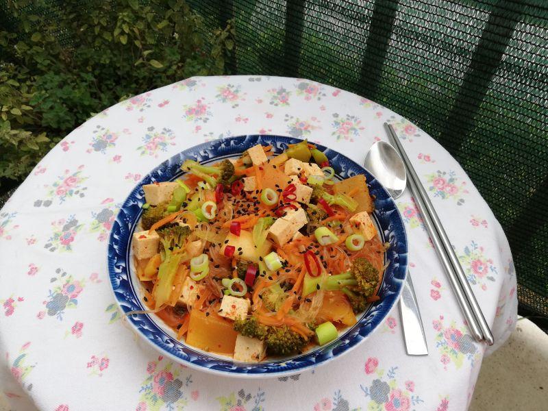 Varivo s tofuom (dubujjigae)