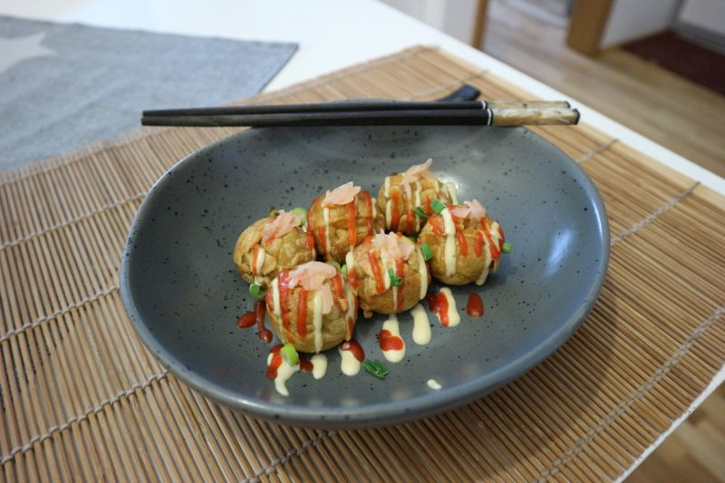 Takoyaki s kobasicom_posluzeno