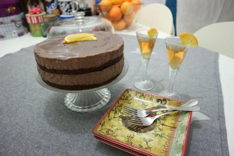 puding torta s cokoladom i narancom_posluzeno