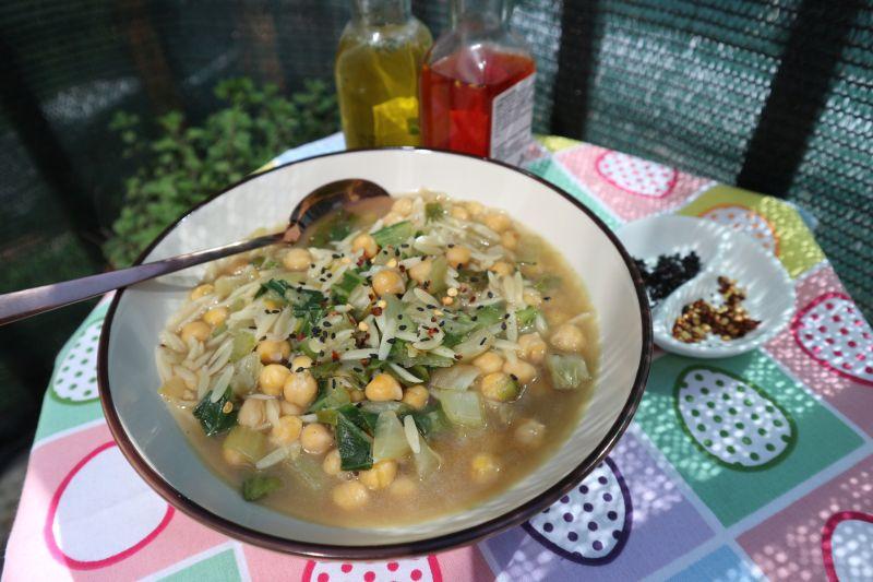 Zeleni minestrone saslanutkom