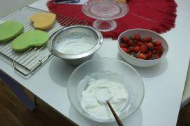 torta sir jagode_sir i tučeno vrhnje