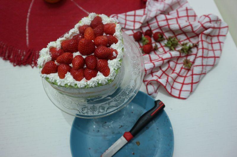 torta sir jagode_srceko