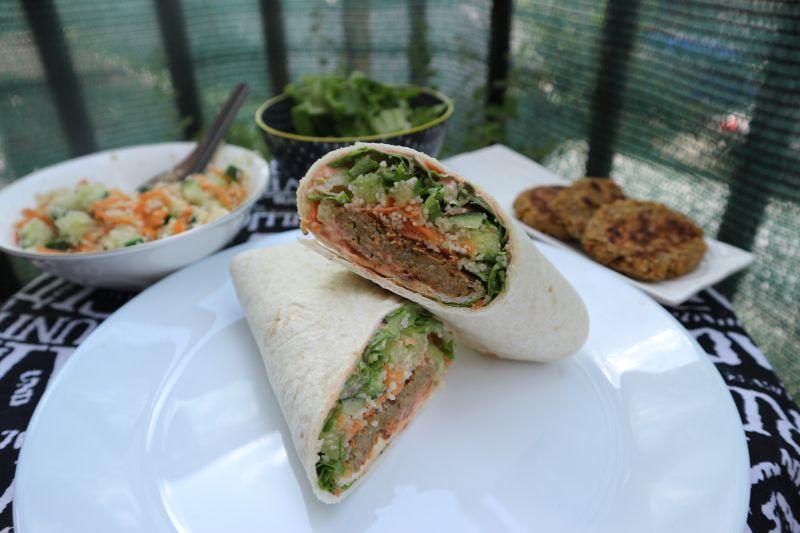 Brzi falafel sa kus kus salatom u smotuljku(wrap)