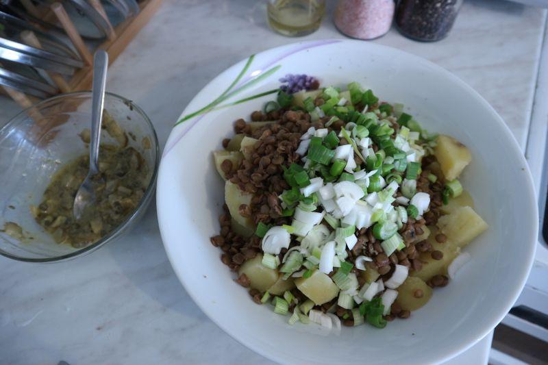 salata od krumpira i leće_sve