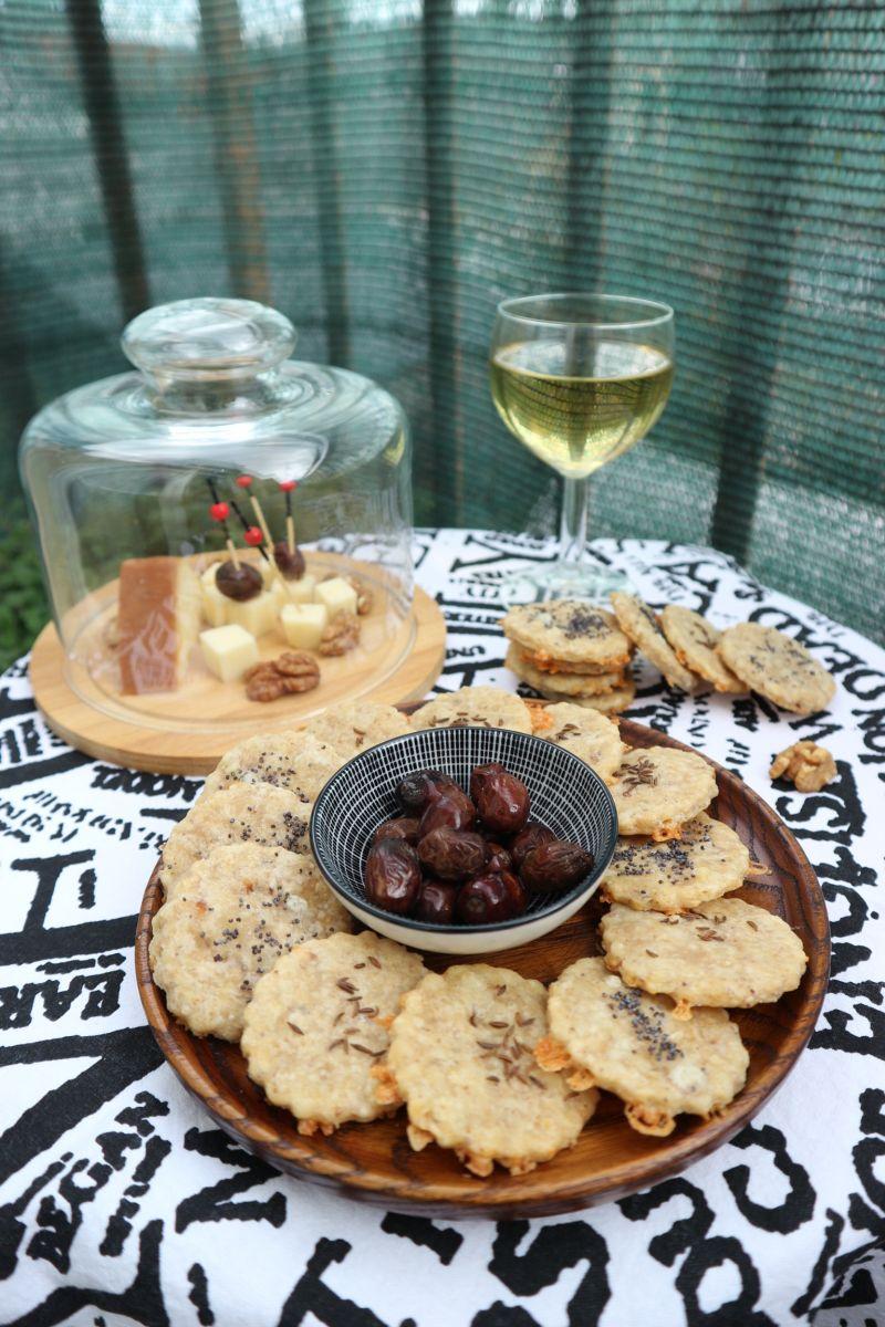 Fini krekeri od dimljenog sira_posluzeno