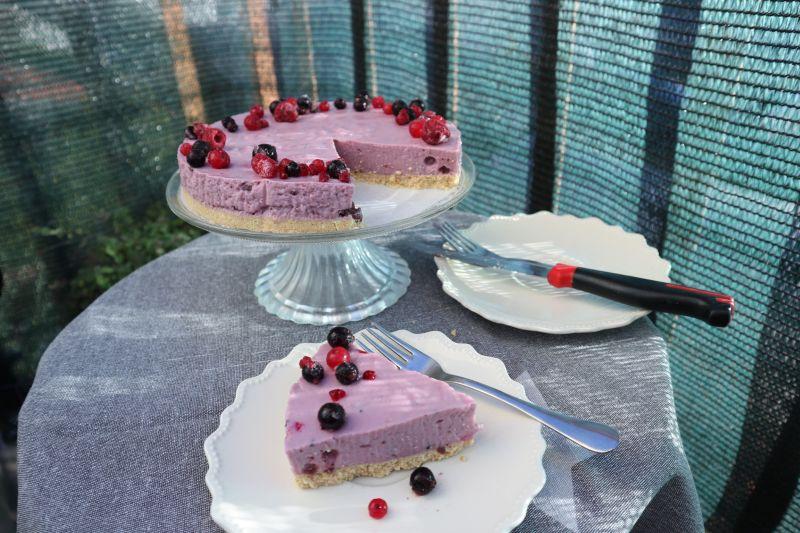 jogurt torta od sumskog voca_naslovna